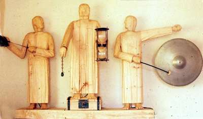 monks clock.jpg (11432 bytes)